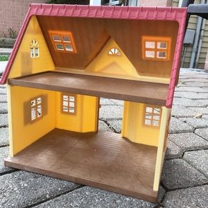 Calico Critters Cozy House, Does Not Include Accessories.